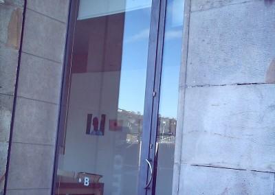 Varias puertas escaparate