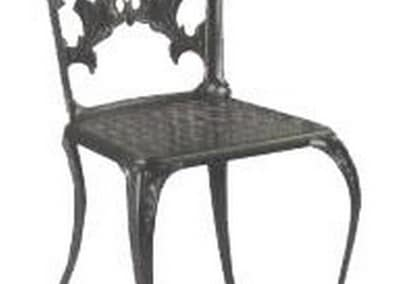 Varias mesas y sillas de forja